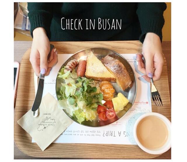 韓國 ▌釜山美食 : 南浦洞 CHECK IN BUSAN平價早午餐 可寄未來明信片給自己