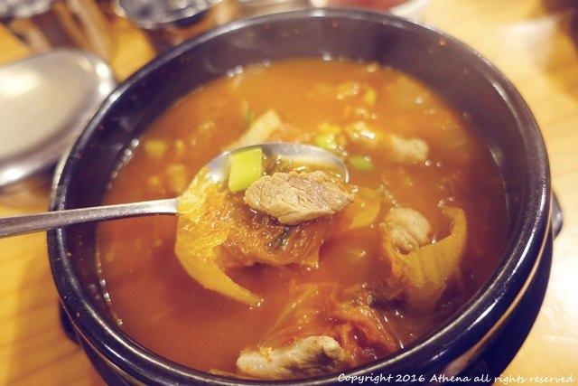 韓國首爾 ▌乙支路3街站 (203) 20年的韓國老店 오모리찌개 泡菜鍋+泡菜煎餅