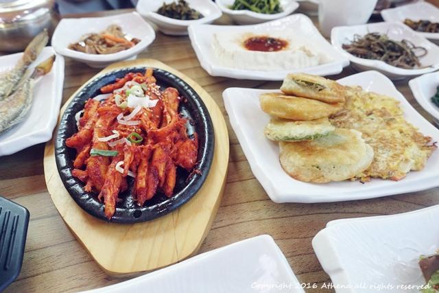 韓國 ▌平昌:오대산비로봉식당 산채마을五台山上的山菜定食 超健康