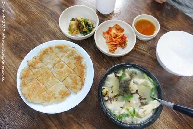 韓國首爾 ▌安國站 (328) : 人氣名店 三清洞麵疙瘩삼청동수제비 馬鈴薯餅也推