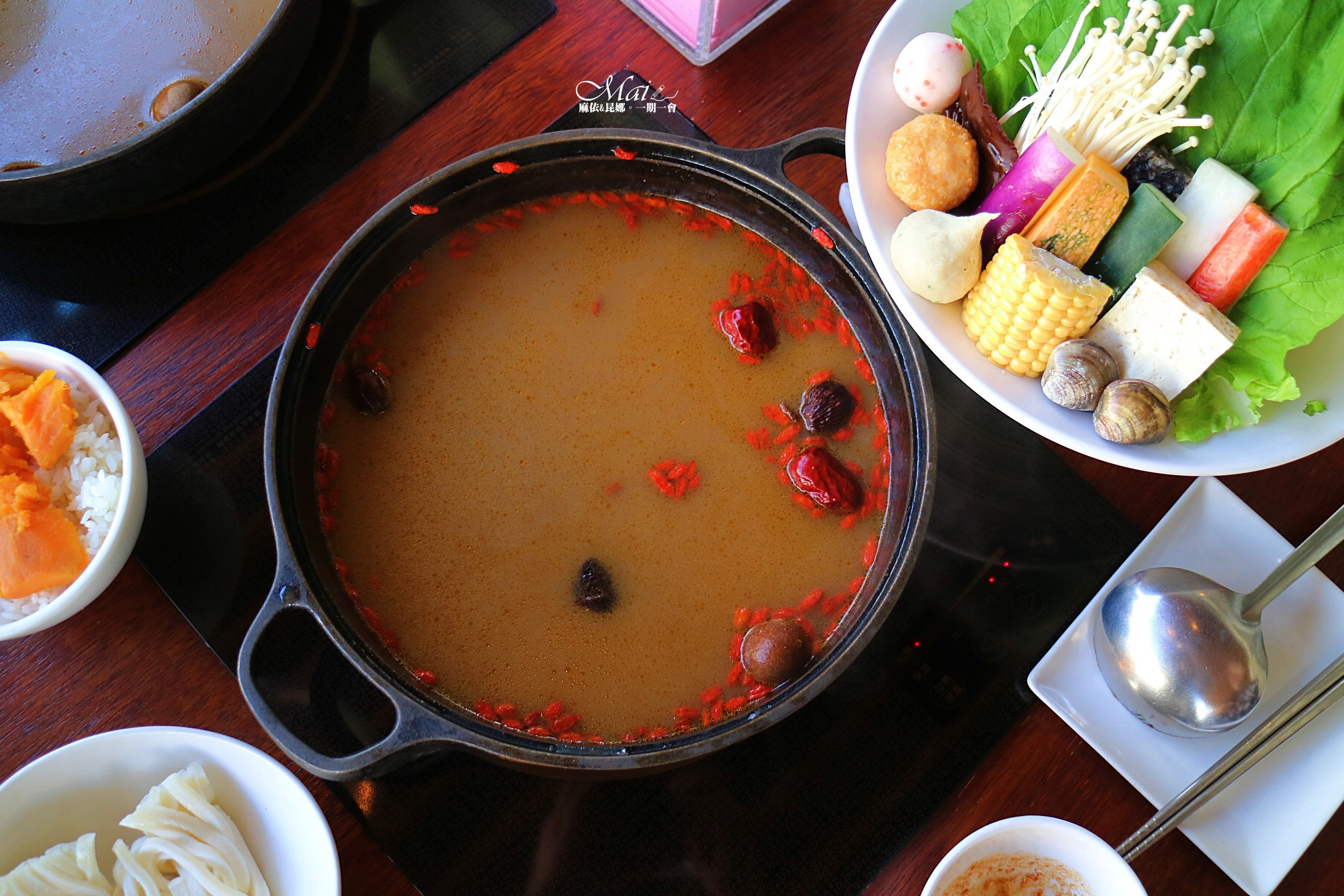 台中美食 ▌八錢鍋物食堂:平價好吃火鍋、麻辣湯頭超香、食材新鮮、環境極美(大推)《麻依專欄》