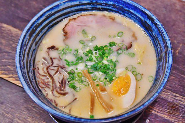 台中美食 ▌升龍拉麵 巷弄隱藏版平價美味的日式拉麵 推薦豚骨拉麵、叉燒飯《阿MON專欄》