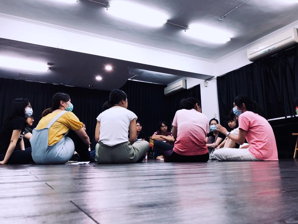 果陀劇場・種子學苑 ▌舞台劇進階表演班 – 蕭慧文老師 重新用不同的方式感受自我