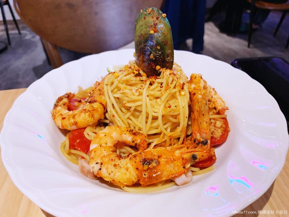 台北食記 ▌古亭站:藍門咖啡 Blue door café 食物不錯 好拍照 有插頭 低消平價《IPHONE食記》