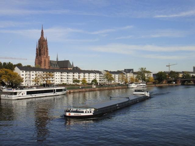 德國 ▌法蘭克福。美茵河畔+皇帝大教堂登高!♥ 《Iris專欄》