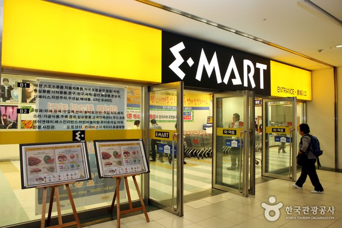 E-MART龍山店 (이마트 용산점)