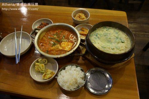 韓國 ▌首爾美食 新沙站(337) 김북순큰남비집豬肉泡菜鍋+海鮮飛魚蒸蛋 超好吃